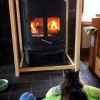 猫の薪ストーブガード
