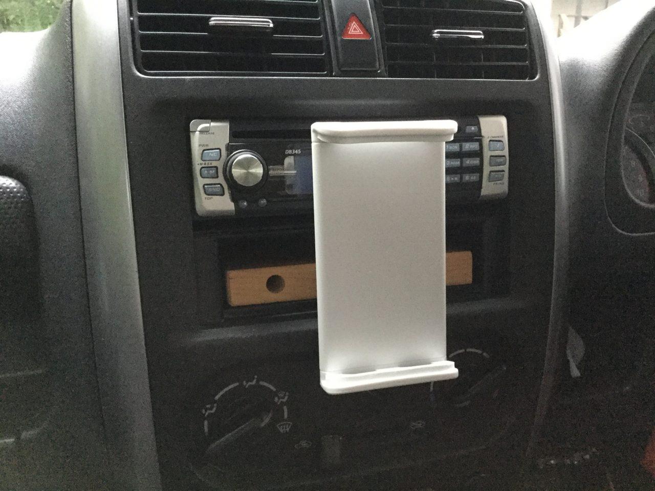 車のiPadホルダ