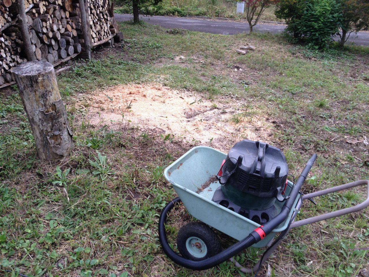 不燃ごみの処分とコロを使った倒木の運搬