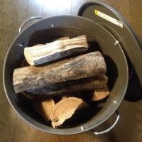薪を入れるバケツ
