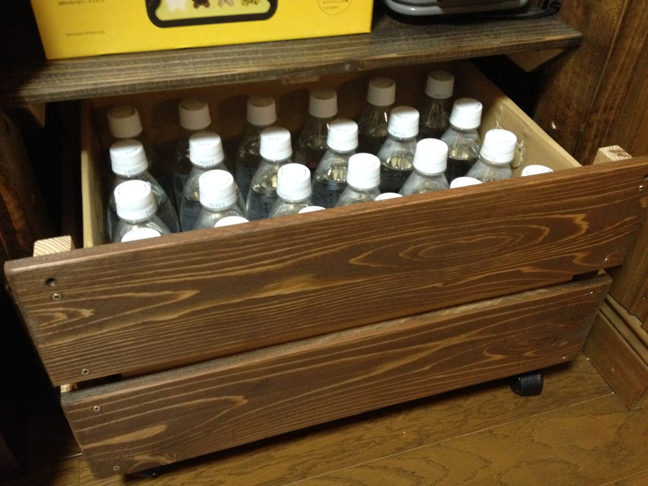 24本入りペットボトルのダンボールを収納するケース