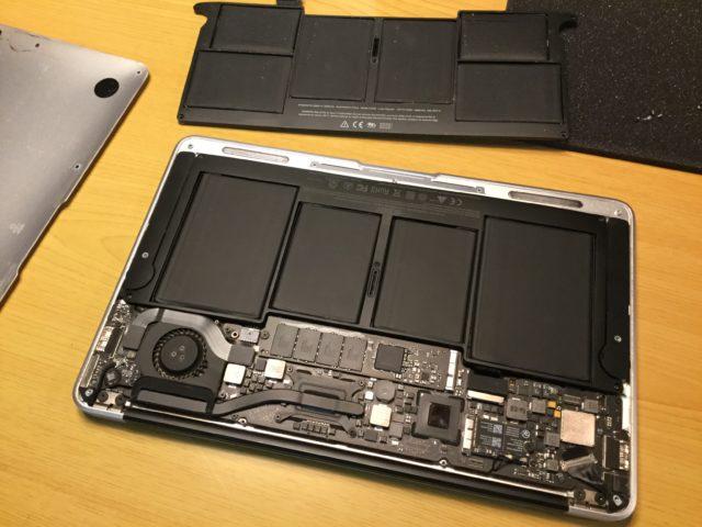 MacBook Air (11-inch, Mid 2012)のバッテリー交換