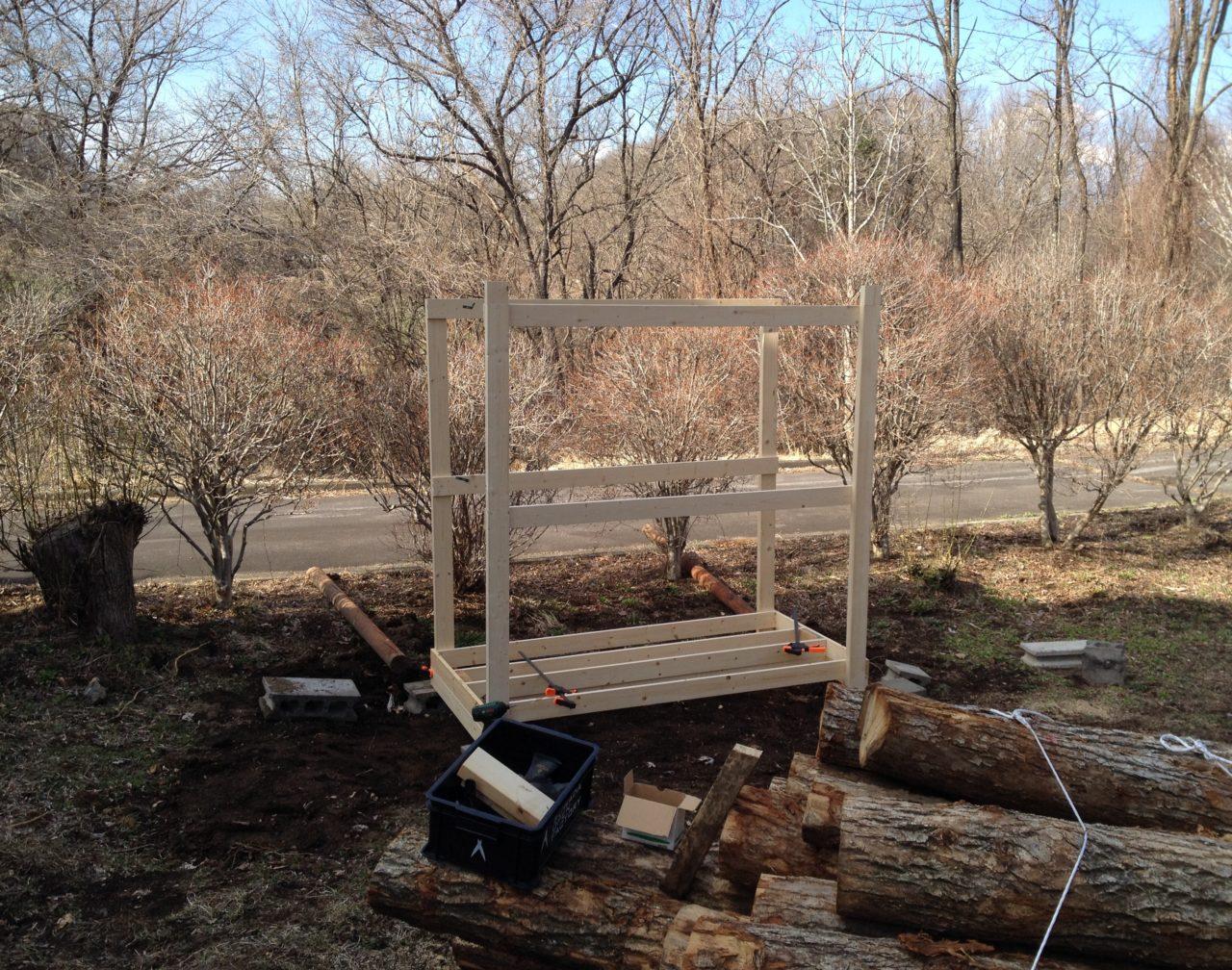 薪棚の組み立て