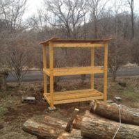薪棚の塗装と増設