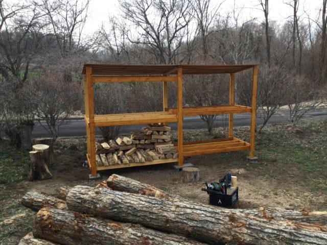 薪棚が完成