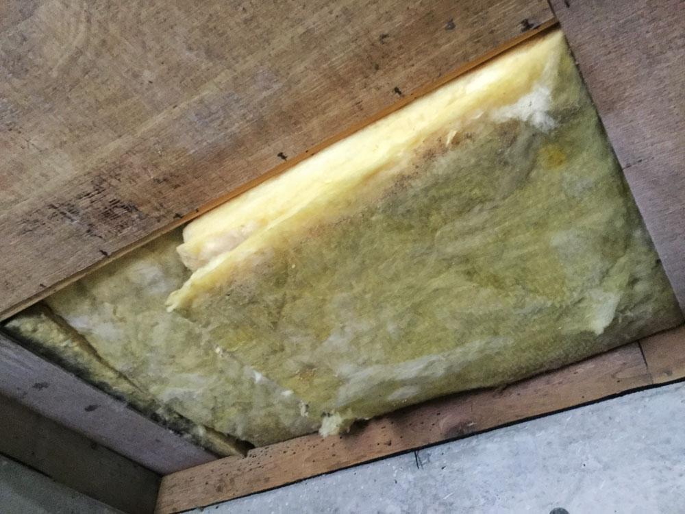 ガレージの通風孔と天井修理