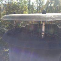 薪ストーブ煙突の防鳥網拡張と蜂の巣の残骸撤去