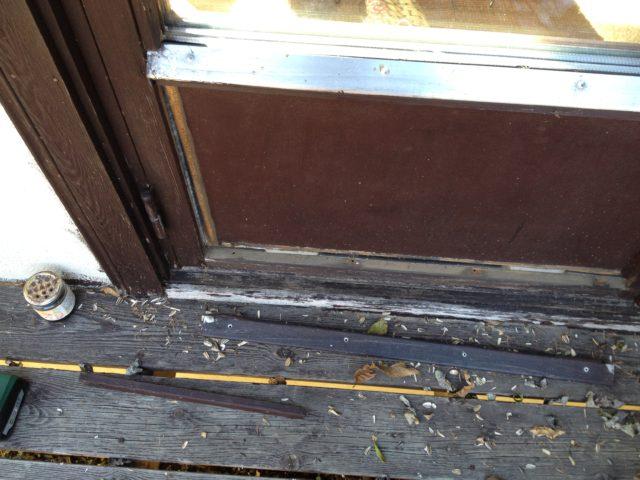 ガラス戸のパネルの隙間埋め