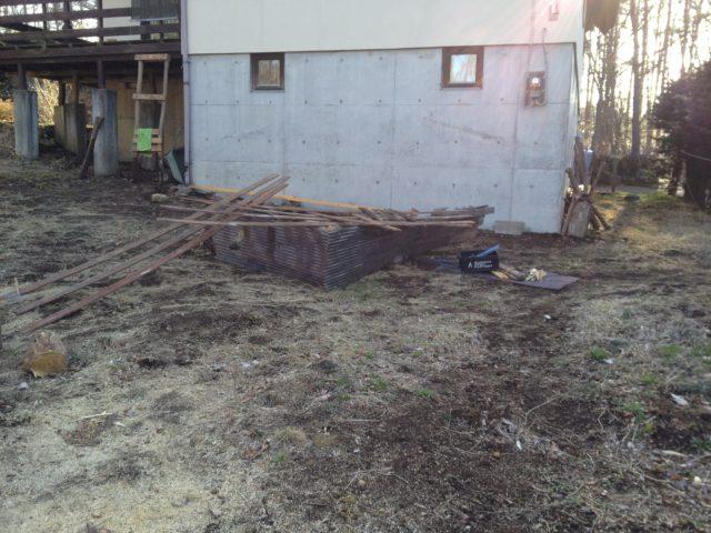解体された旧薪棚