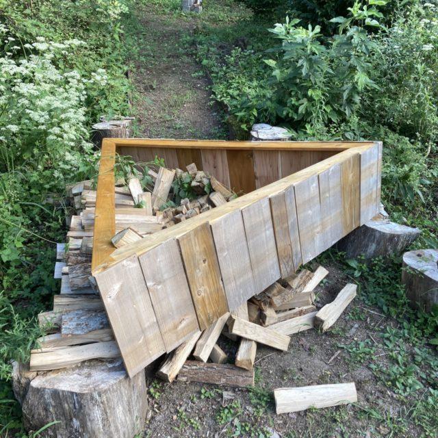 三角薪棚の倒壊