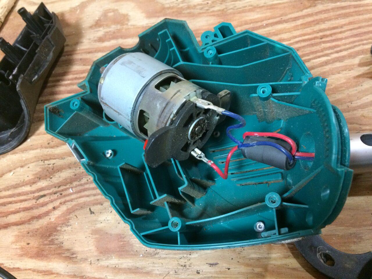 草刈り機と加湿器を分解