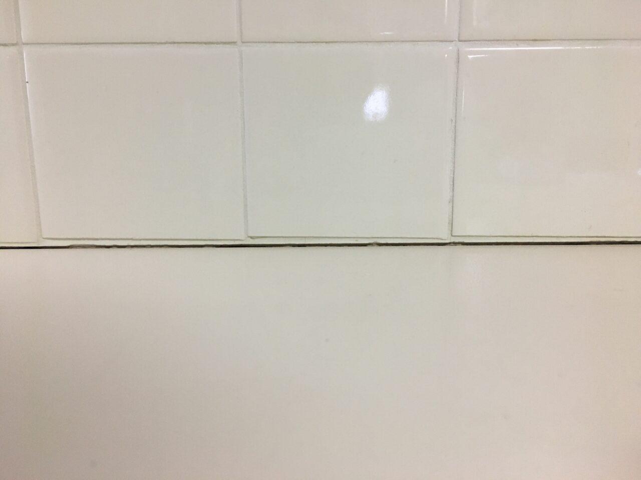 キッチン天板の隙間を補修